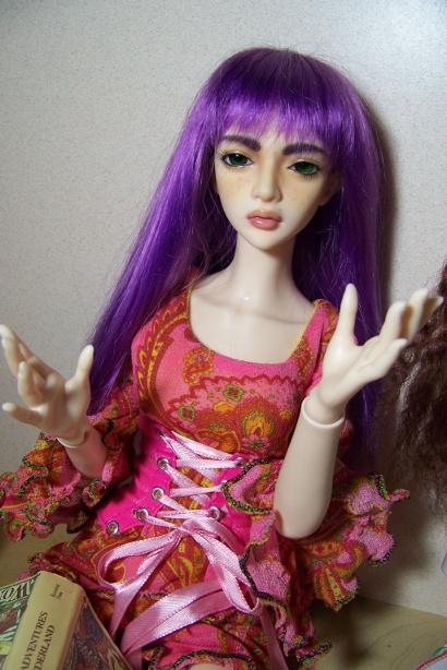 http://www.oddpla.net/blog/dolls/araminthe/book/100_5121.JPG