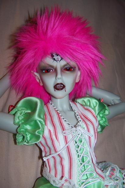 http://www.oddpla.net/blog/dolls/araminthe/fright/100_5152.JPG