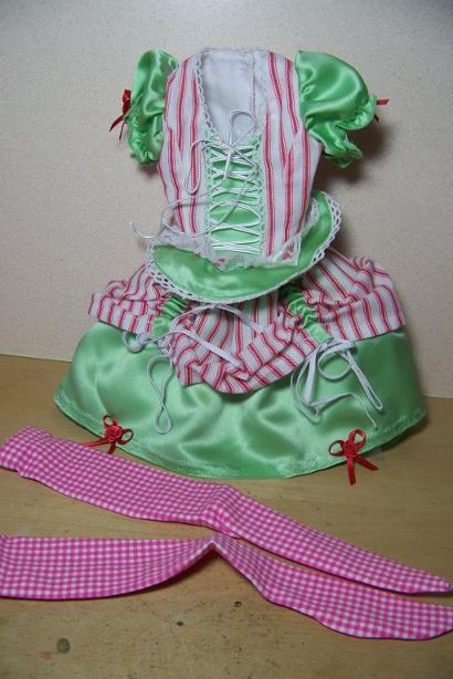 http://www.oddpla.net/blog/dolls/araminthe/outfit2/100_5089.JPG