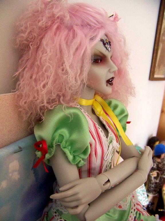 http://www.oddpla.net/blog/dolls/araminthe/sky/100_5502.JPG