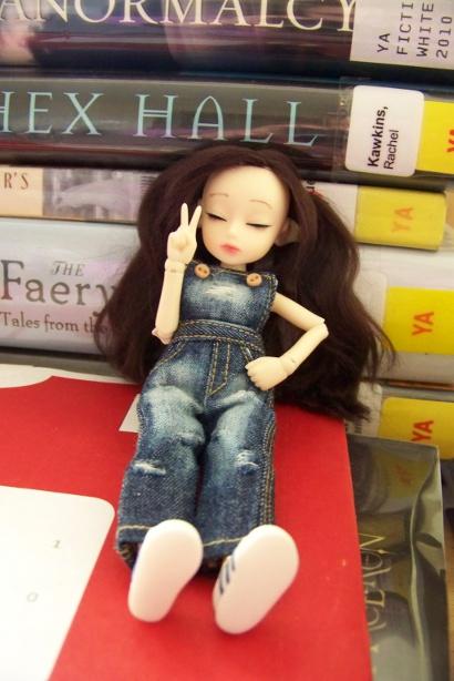 http://www.oddpla.net/blog/dolls/dorothy/hangingout/100_5337.JPG