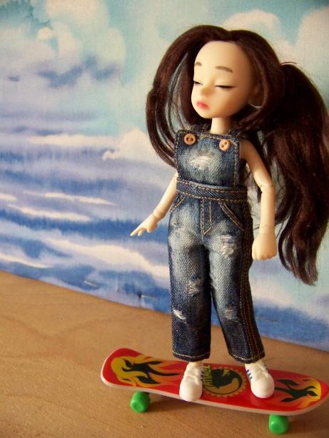 http://www.oddpla.net/blog/dolls/dorothy/sky/100_5487.JPG