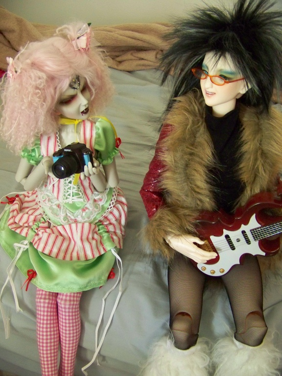 http://www.oddpla.net/blog/dolls/janvierjett/blues/100_5946.JPG