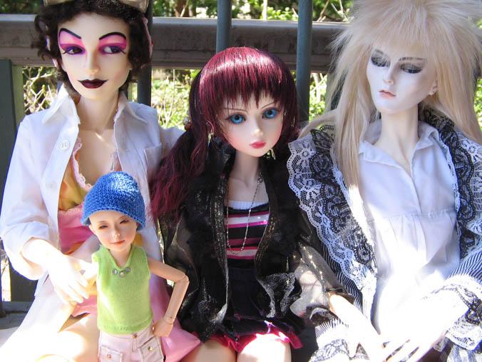 http://www.oddpla.net/blog/dolls/jareth/familyportrait/IMG_0009.JPG