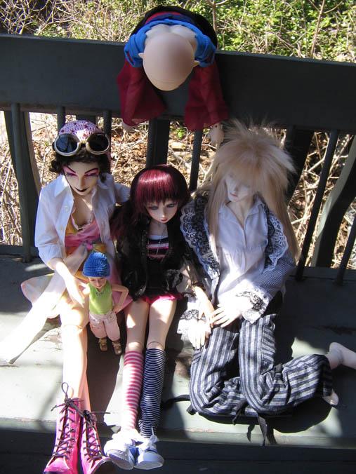 http://www.oddpla.net/blog/dolls/jareth/familyportrait/IMG_0012.JPG