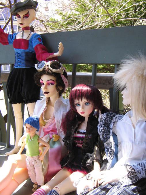 http://www.oddpla.net/blog/dolls/jareth/familyportrait/IMG_0013.JPG