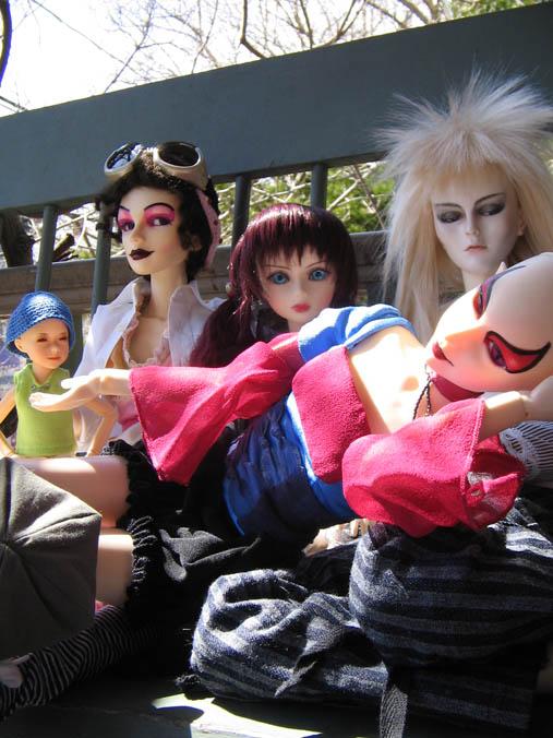 http://www.oddpla.net/blog/dolls/jareth/familyportrait/IMG_0018.JPG