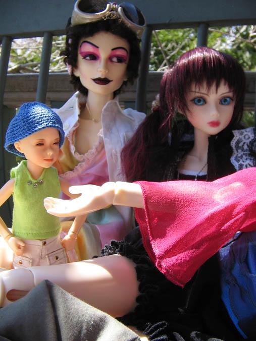 http://www.oddpla.net/blog/dolls/jareth/familyportrait/IMG_0019.JPG