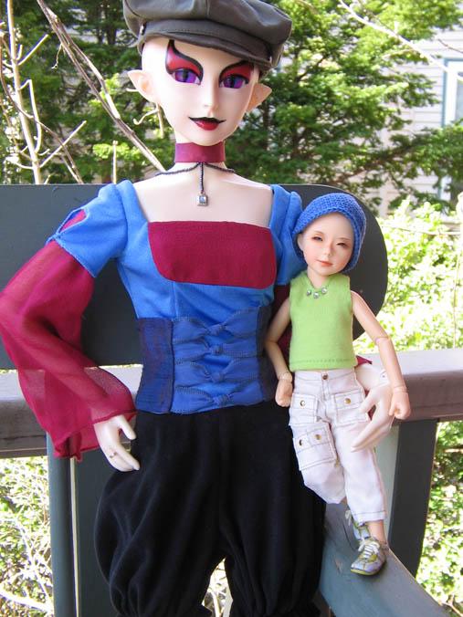 http://www.oddpla.net/blog/dolls/jareth/familyportrait/IMG_0025.JPG
