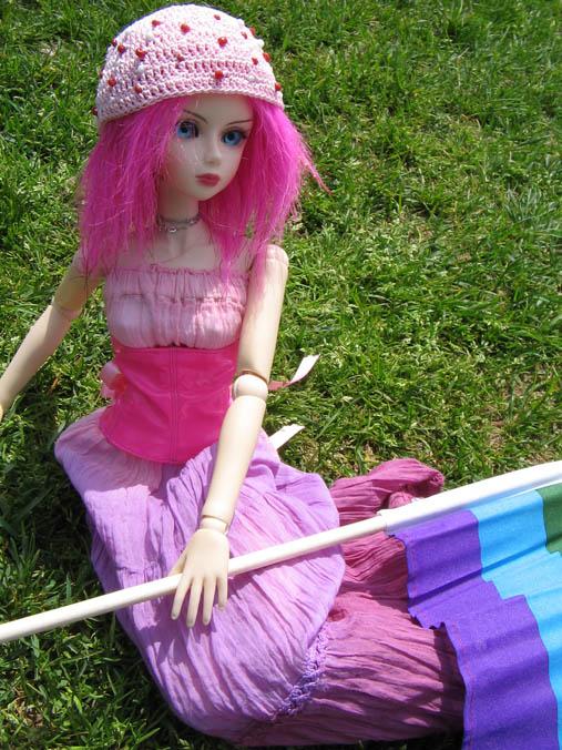 http://www.oddpla.net/blog/dolls/jenniferdoll/youthpride07/IMG_0183.JPG