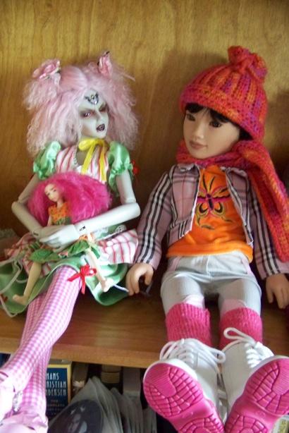 http://www.oddpla.net/blog/dolls/junebug/scarf/100_5213.JPG