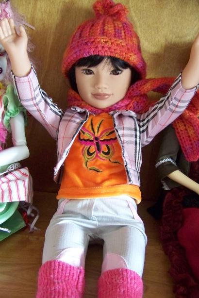 http://www.oddpla.net/blog/dolls/junebug/scarf/100_5214.JPG