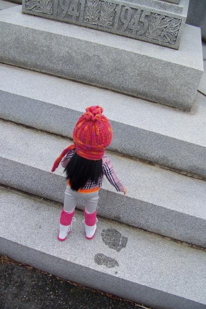 http://www.oddpla.net/blog/dolls/junebug/scarf/100_5218.JPG