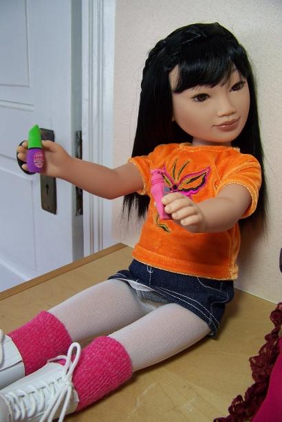 http://www.oddpla.net/blog/dolls/junebug/snowday/100_5080.JPG