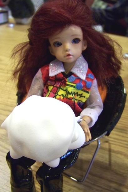 http://www.oddpla.net/blog/dolls/misc/dollclub021409/100_0776.JPG