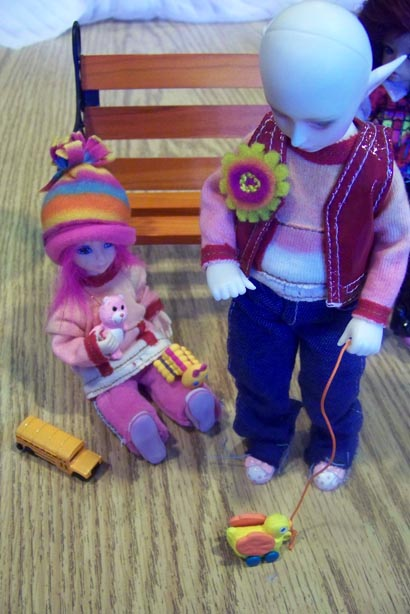 http://www.oddpla.net/blog/dolls/misc/dollclub060609/100_2418.JPG