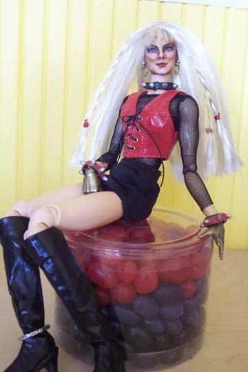 http://www.oddpla.net/blog/dolls/misc16/jellybeanseat032104.jpg