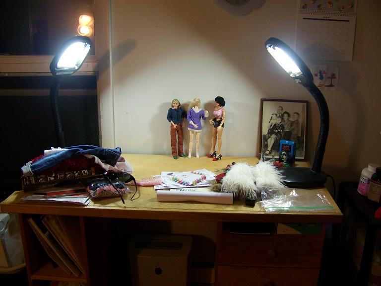 http://www.oddpla.net/blog/dolls/misc16/newlamp/100_5925.JPG