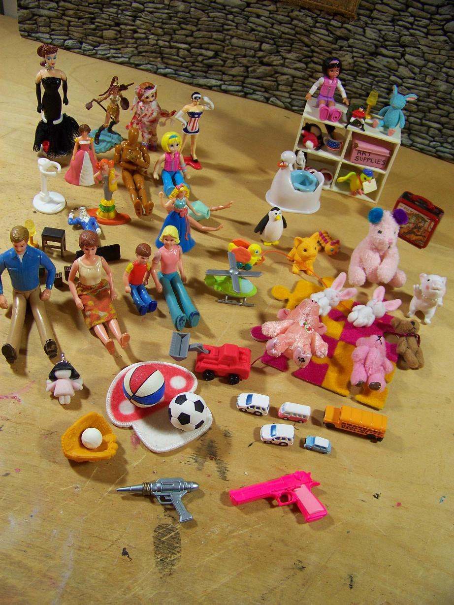 http://www.oddpla.net/blog/dolls/misc16/toys.JPG