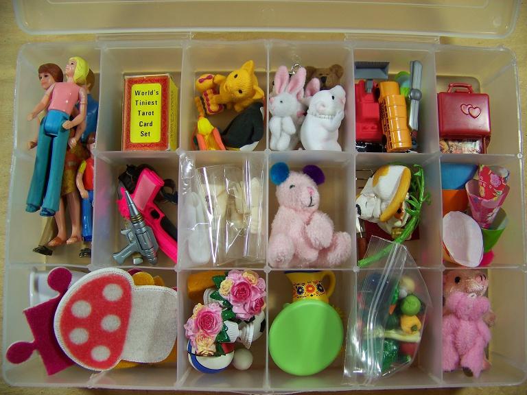 http://www.oddpla.net/blog/dolls/misc16/unpack/100_5965.JPG
