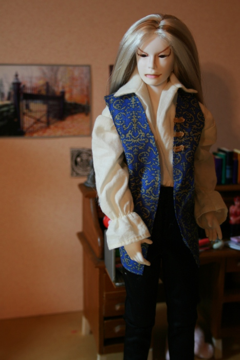 http://www.oddpla.net/blog/dolls/muses/lucian/IMG_6576.JPG