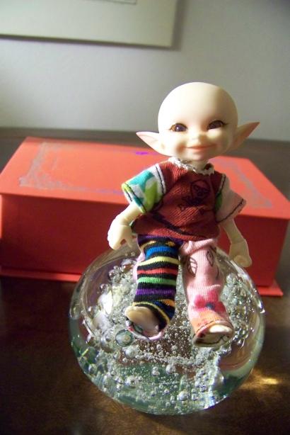 http://www.oddpla.net/blog/dolls/noodge/ball/100_5018.JPG