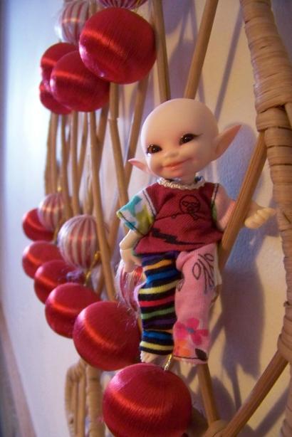 http://www.oddpla.net/blog/dolls/noodge/xmastree/100_5010.JPG