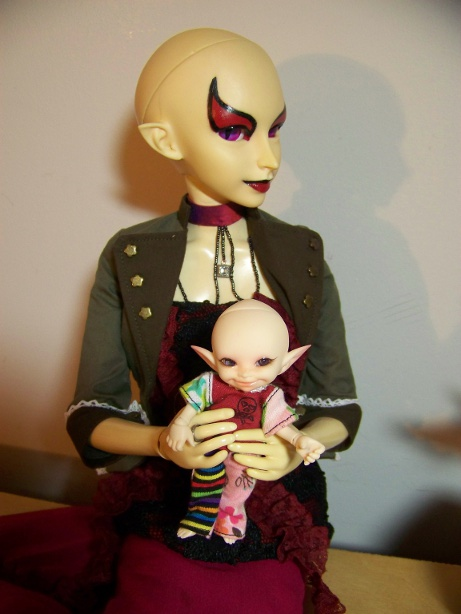 http://www.oddpla.net/blog/dolls/sarah/boring/100_5778.JPG