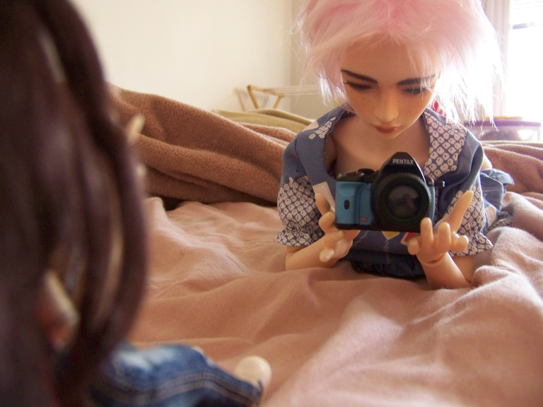 http://www.oddpla.net/blog/dolls/sarah/camera/100_5471.JPG