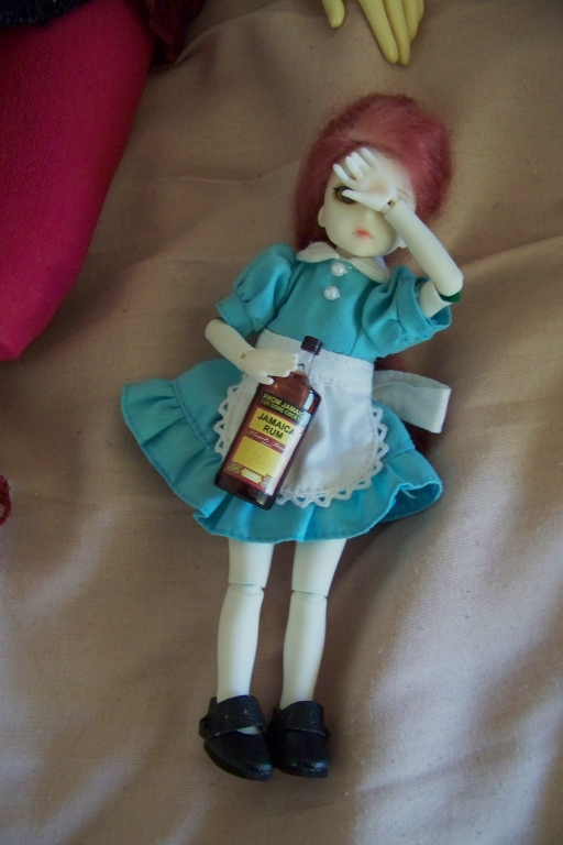 http://www.oddpla.net/blog/dolls/sarah/handstand/100_4821.JPG