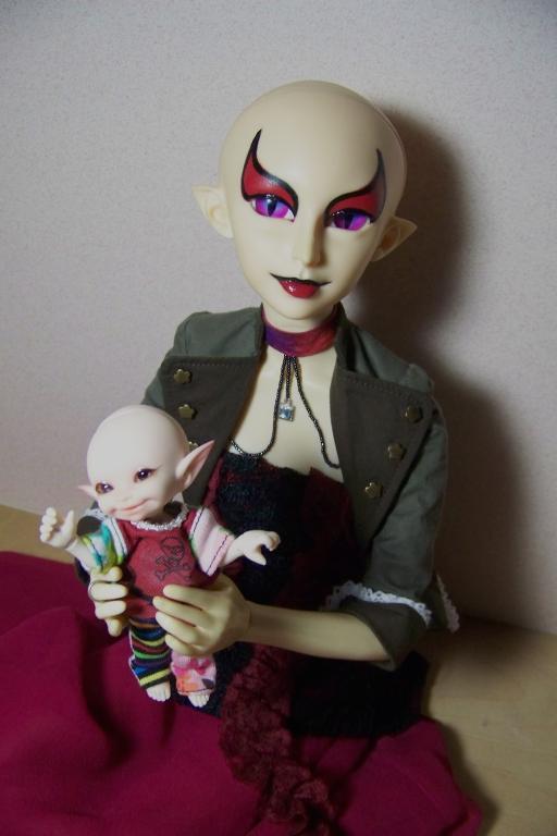 http://www.oddpla.net/blog/dolls/sardonix/sugar/100_4992.JPG