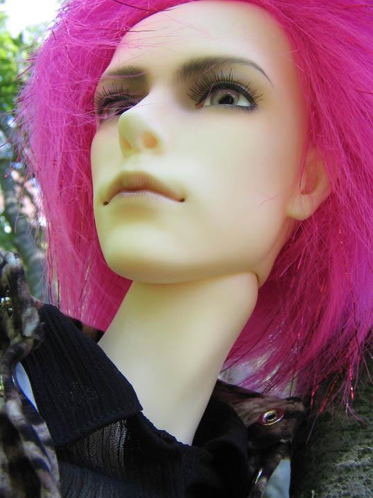 http://www.oddpla.net/blog/dolls/will/atwork/IMG_0075.JPG
